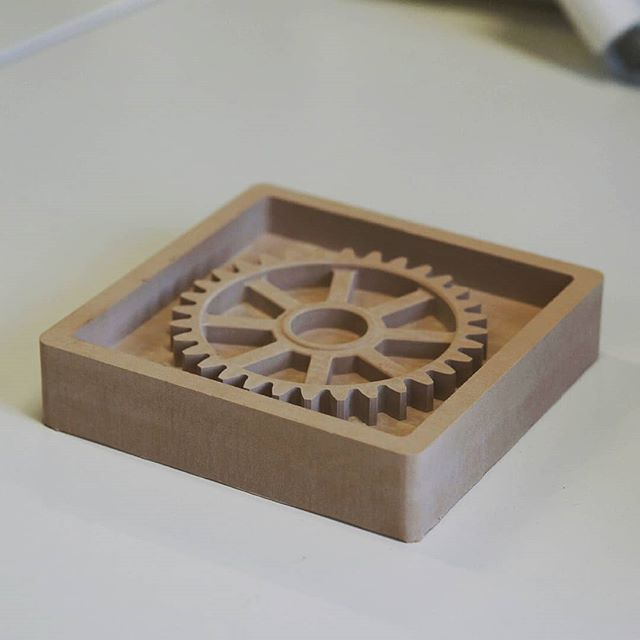 A precise gear casting form milled on our QBOT MINImill for our exhibition at the Technical Museum of Vienna #artificialintelligence #advancedsoftware #cncsoftware #minimill #millingcompany #3dmilling